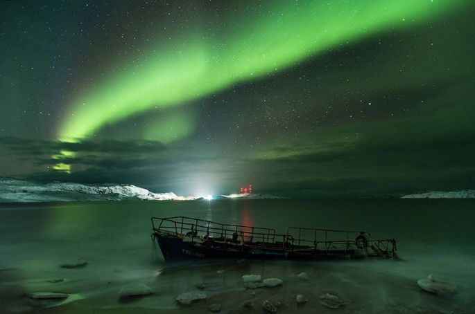 Michael Zav'yalov - Aurora Borealis on the coast of the Barents sea